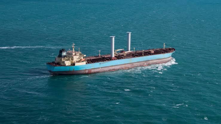 Maersk vende un petrolero de productos equipado con velas de rotor