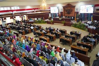 HUT NTB Ke-61, DPRD NTB Gelar Rapat Paripurna Istimewa Dengan Penggunaan Pakaian Adat