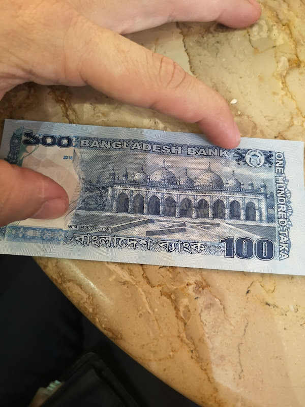 La Star Mosque en el billete de 100 takas