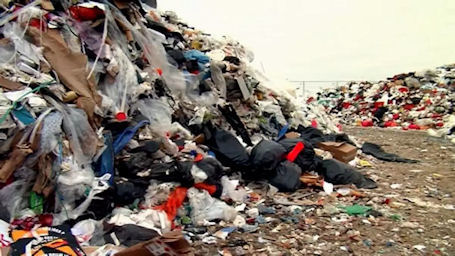 Suuri jätekasa kaatopaikalla