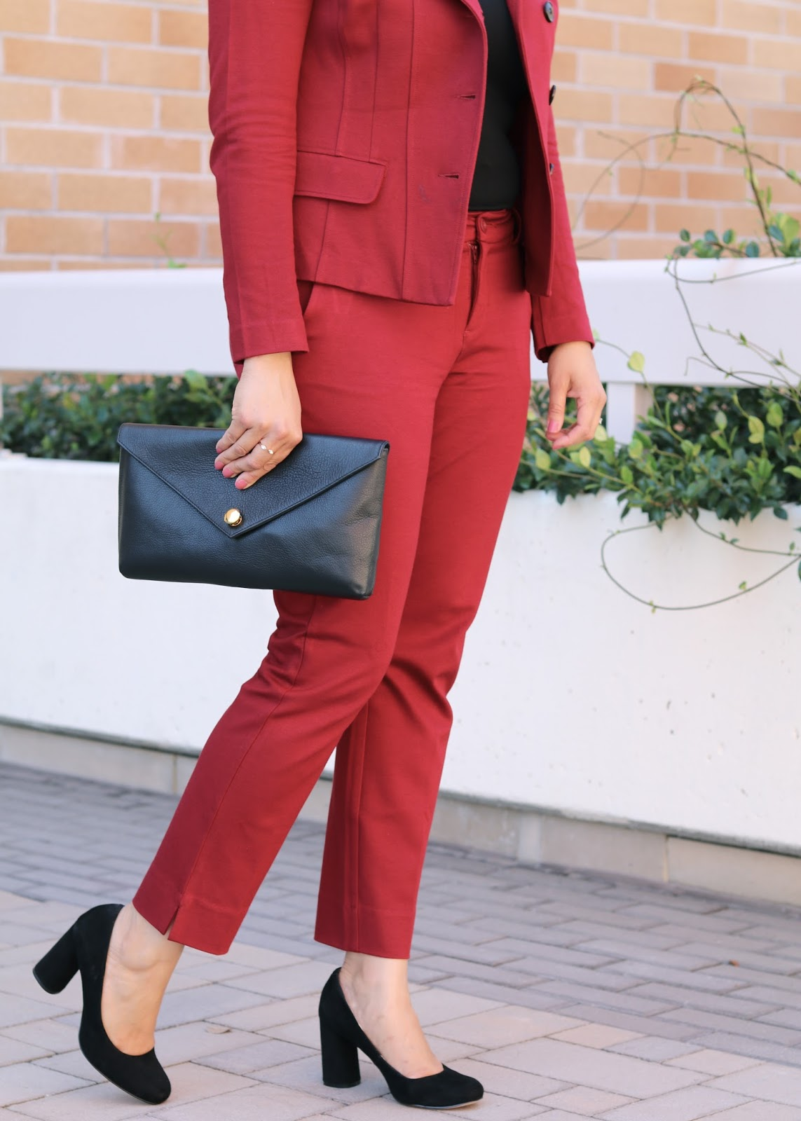 Fall Burgundy Suit with black accessories, black stacked heels, black heels for fall 2016, linell ellis black clutch, black clutch in a burgundy suit, fitted suit for women