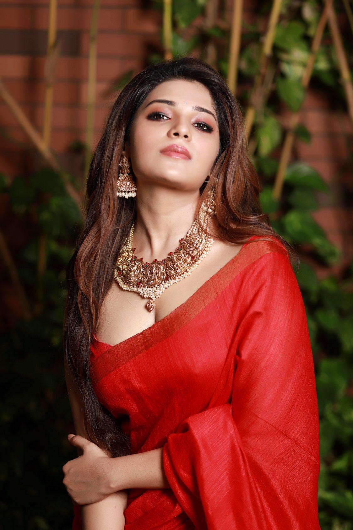 Actress Aathmika Latest Stills, Actress Aathmika sexy, Actress Aathmika cleavage, Actress Aathmika hot pics