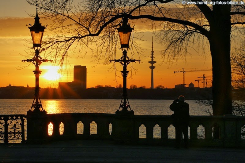 Sonnenuntergänge an der Außenalster genießen