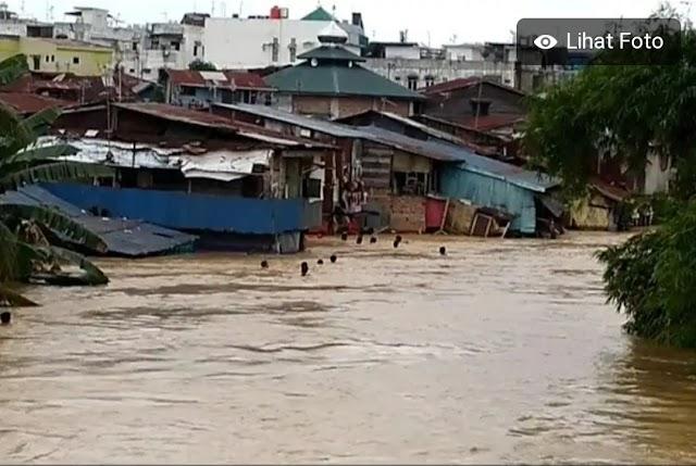 Hujan lebat dan Air Laut Pasang , 4.235 Rumah di Serdang Bedagai Terendam Banjir || dutametro