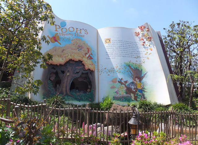Tokyo Disneyland Winnie the Pooh ride outside book