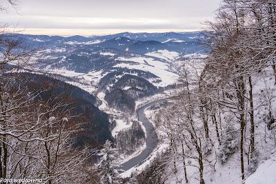 Spojrzenie na dolinę Dunajca z powyższej konstrukcji