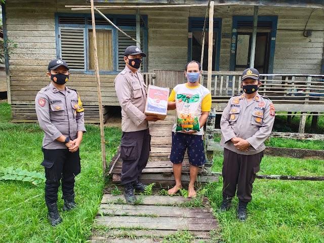 Bagikan Sembako dan Masker, Polsek Bentian Besar Laksanakan Baksos Dalam Rangka Polri Peduli Covid-19