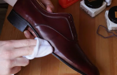 Perawatan Sepatu Pria Sesuai dengan Jenis Bahannya