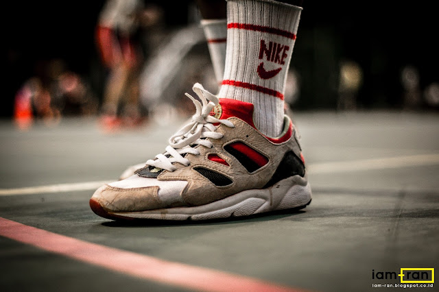 24152f059d7578 ... Anggie Raditya on feet. Sneakers Nike Air Huarache International 92.  Photo by iam.