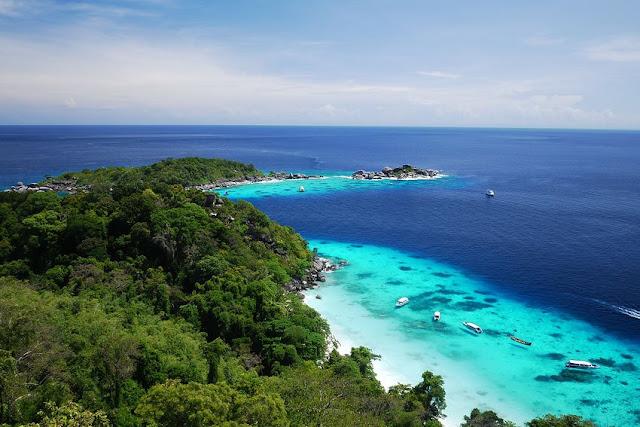 จุดชมวิวลานข้าหลวง ตั้งอยู่ด้านหลังเกาะตามเส้นทางเดินเท้าไปหาดเล็ก มีบริเวณพื้นที่ไม่มากนัก ตามเส้นมีต้นเฟินข้าหลวงหลังลายขึ้นเป็นจำนวนมาก และอาจจะพบนกชาปีไหน มีจุดชมวิวที่สามารถมองเห็นเกาะต่างๆในหมู่เกาะสิมิลัน