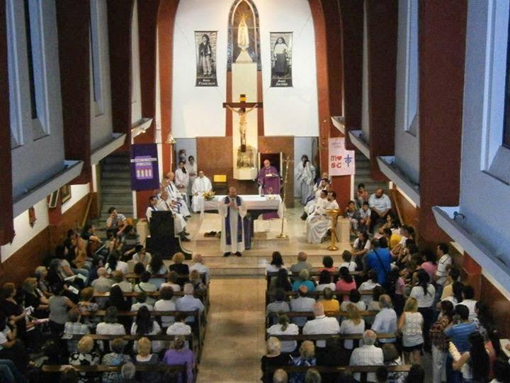 imagen de la iglesia y sus fieles