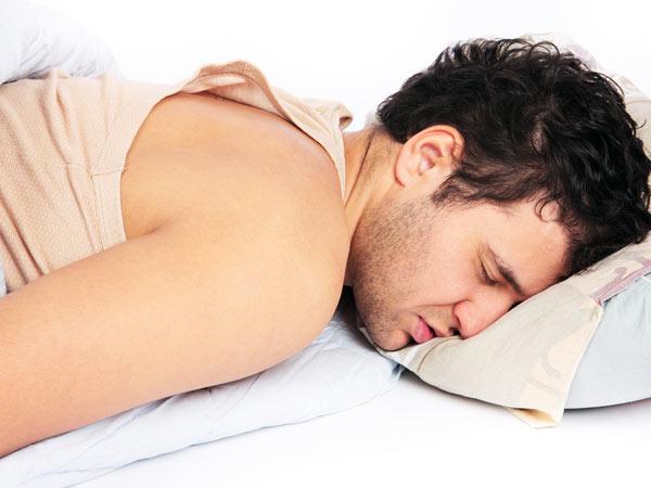 यदि आप भी सोते हो पेट के बल तो जान लीजिए इसके होने वाले नुकसान।