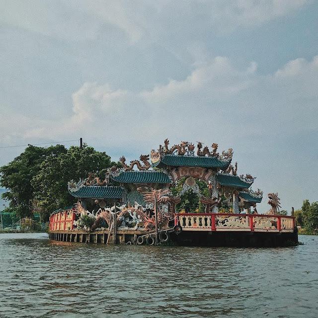 Phu Chau temple (Go Vap district)