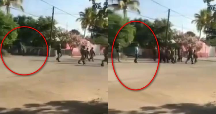 """Tras la captura de """"Don Gil"""" de """"Los Viagras"""", pobladores logra la liberación sacando a la SEDENA en Gabriel Zamora, Michoacan; quemando sus pertenencias"""