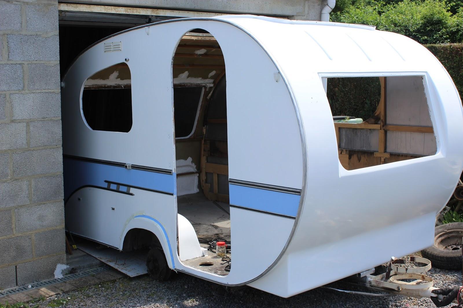 Yvonne mostard benjamin vintage caravan travaux de peinture for Peindre interieur caravane