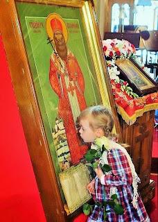 ΕΛΛΑΣ-ΟΡΘΟΔΟΞΙΑ: Παιδιά προσκυνούν αγίες εικόνες (27 όμορφες ...