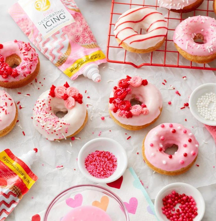 learn to make these beautiful valentine themed donuts