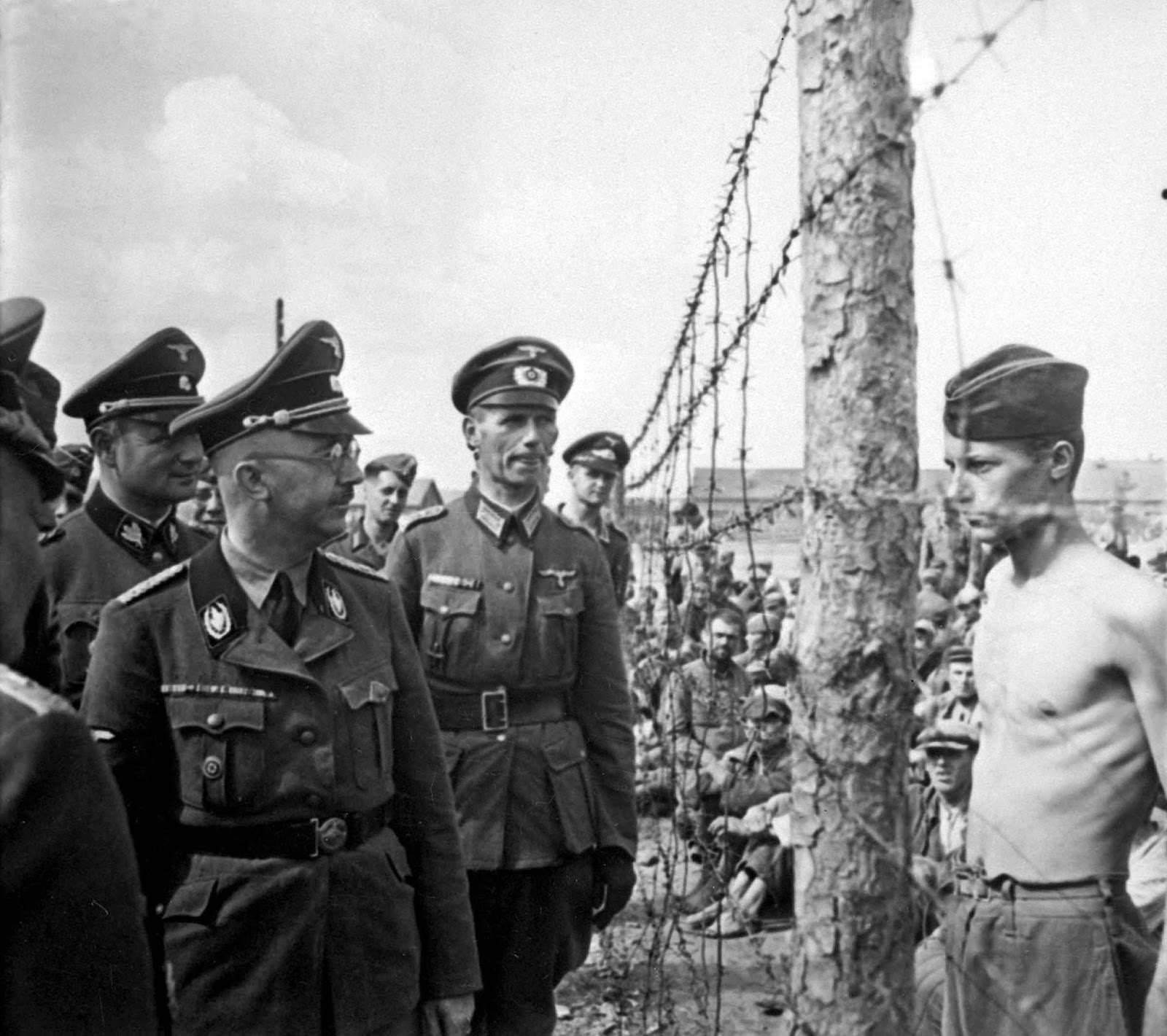 This is what defiance looks like. Himmler and a prisoner of war, 1941.