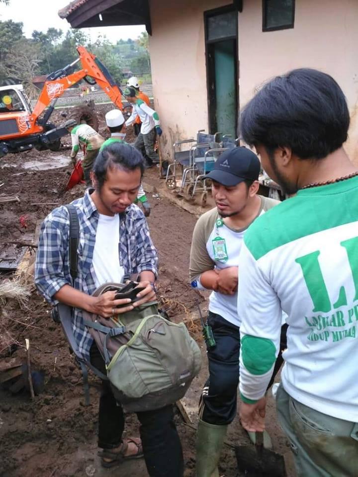 Terbongkar! Beginilah Cara Picik Wartawan TEMPO Ogah Liput Relawan FPI yang Sedang Bekerja di Garut