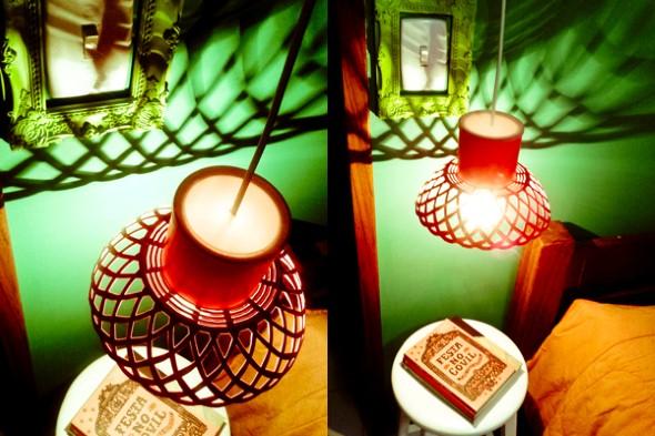 Luminária feita com uma fruteira e uma lata
