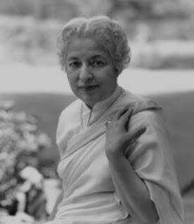 Vijaya Lakshmi Pandit was an Indian diplomat and politician who was elected as the first female president of the United Nations General Assembly      భారతదేశపు ప్రప్రథమ ప్రధానమంత్రి పండిట్ జవహర్లాల్ నెహ్రూకు స్వయానా సోదరి. ప్రముఖ విద్యావేత్త, రచయిత, మహిళా నాయకురాలుగా ఎదిగిన మహిళ విజయలక్ష్మీ పండిట్ దేశంలోని మహిళలకు ఆదర్శంగా నిలిచారు.     అలహాబాద్లో తే 18.8.1900ది నాడు మోతీలాల్ నెహ్రూ దంపతులకు పుట్టిన గారాలపట్టి పండిట్ విజయలక్ష్మీ. ఈమె అసలు పేరు స్వరూప్కుమారి నెహ్రూ. మహిళలు చదువుకోకూడదన్న కఠినమైన నిబంధనలున్న ఆ రోజుల్లోనే ఆమెను ఉన్నతమైన చదువులు చదివించారు మోతీలాల్ నెహ్రూ.     భారతదేశానికి స్వాతంత్ర్యం రాకముందే బ్రిటీష్- ఇండియా ప్రభుత్వంలో జరిగిన సాధారణ ఎన్నికలలో ప్రజాప్రతినిధిగా ఎంపికై తొలి భారత మహిళా మంత్రిగా ఆమె చరిత్ర పుటలలోకి ఎక్కారు. స్వదేశంలోనేగాక ఆమె విదేశాలలోనూ తొలి భారత మహిళా రాయబారిగా అమెరికా, బ్రిటన్, సోవియట్ యూనియన్ దేశాలకు పనిచేశారు.     జవహర్లాల్ నెహ్రూ, విజయలక్ష్మీపండిట్ ఒక మొక్కకు పూచిన రెండు పువ్వులు. తండ్రి మోతీలాల్ నెహ్రూ విజయలక్ష్మిని కుమారునితో సమానంగా పెంచాడు. ఆ రోజుల్లోనే మహిళా స్వేచ్ఛకు మోతీలాల్ ఎంతో విలువనిచ్చాడు. ఈమె తన తండ్రి దిశానిర్దేశాలతో చిన్నప్పటినుంచే పట్టుదల, దీక్ష, దృఢసంకల్పంతో పెరిగారు. ఆడవారు చదువుకునే వీలుకాని పరిస్థితిలో సైతం ఆమె పట్టుబట్టి ఉన్నత చదువులు చదివారు  1921 లో రంజిత్ సీతారాం పండిట్ను వివాహం చేసుకున్నారు. వివాహం అయ్యేంతవరకూ ఆమె స్వరూప్కుమారిగానే వ్యవహరించారు. వివాహానంతరం ఆమె విజయలక్ష్మీ పండిట్గా పేరును మార్చుకున్నారు.     1937 లో తొలిసారిగా బ్రిటీష్ ఇండియాలో నిర్వహించిన సాధారణ ఎన్నికలలో పోటీచేసి అఖండ మెజారిటీతో గెలుపొందారు. తొలిసారిగా భారతదేశ చరిత్రలోనే ఒక మహిళామంత్రిగా ఈమె చరిత్ర సృష్టించారు. అప్పటి బ్రిటీష్ ఇండియాకు పంచాయితీ వ్యవహారాలు, ప్రజారోగ్యశాఖ మంత్రిణిగా ఆమె నియమించబడ్డారు. రెండు సంవత్సరాల కాలం ఆమె ఈ పదవిలో కొనసాగారు.     1946-47 సంవత్సరం మధ్య తిరిగి అసెంబ్లీకి ఎన్నికయ్యారు. 1947 స్వాతంత్య్రానంతరం 1947-49 మధ్యకాలంలో సోవియట్ యూనియన్ రష్యా దేశానికి భారత రాయభారిగా నియమించబడ్డారు. ఆ తర్వాత 1949-51 మధ్యకాలంలో అమెరికా, మెక్సికో దేశాల రాయబారిగా, 1955-61 మధ్యకాలంలో ఐర్లాండ్, ఇంగ్లాండ్, తర్వాత స్పెయిన్ తదితర దేశాలకు భారత