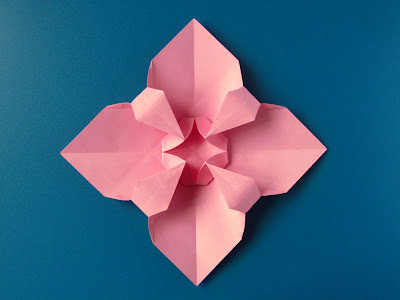 Origami Fiore quadrato - Square Flower by Francesco Guarnieri