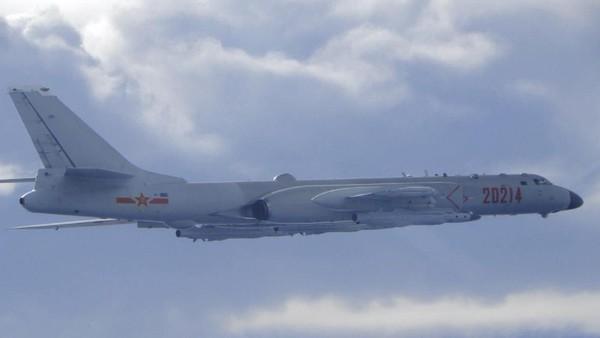 Marah, China Kerahkan Puluhan Pesawat Militer ke Dekat Taiwan