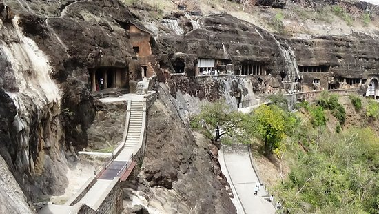 Aurangabad-Ajanta-and-Ellora-pathway-to-the-caves