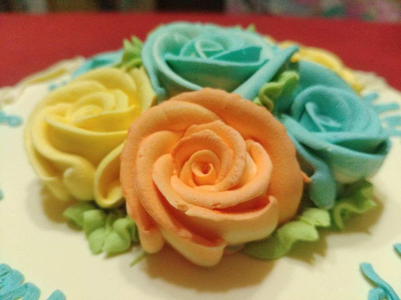 Estrel's Caramel Cakes flower icing orange color