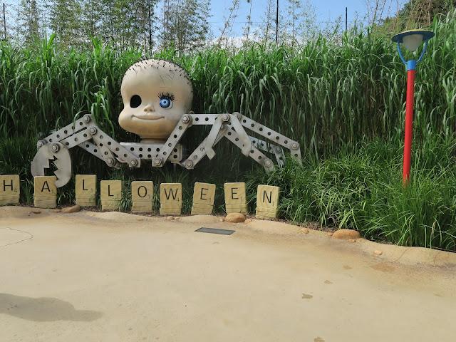 hong kong disneyland ;halloween deco