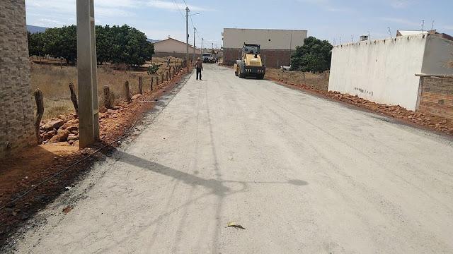 Prefeitura de Dom Basílio conclui serviços de pavimentação em ruas do centro da cidade