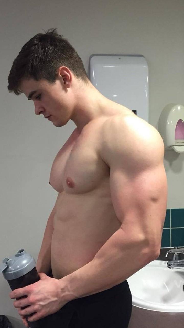 hot-beefcake-men-huge-muscle-pecs-biceps-american-college-jock-bro