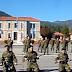 Στρατιώτες συναρμολογούν όπλα με κλειστά μάτια (video)
