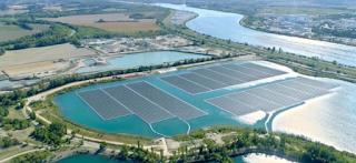افتتاح محطة طاقة شمسية عائمة في فرنسا