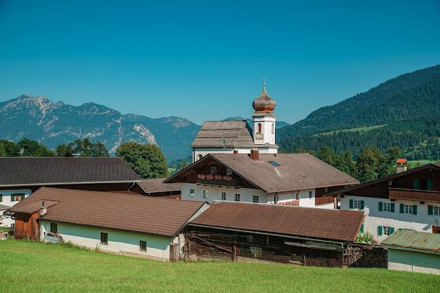 E-Bike and Hike zum Königsschloss am Schachen  Garmisch-Partenkirchen  Alpentestival-Garmisch-Partenkirchen  Bike-and-Hike  Schachenschloss 03