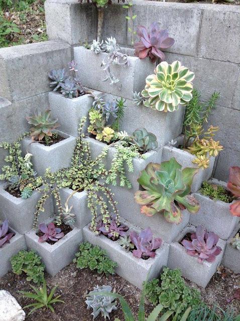 ديكور لحديقة البيت مصنوع من طوب البناء