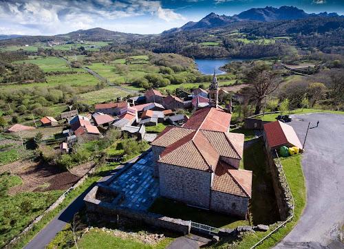 Foto de drone da Igrexa de Santiago de Arcos