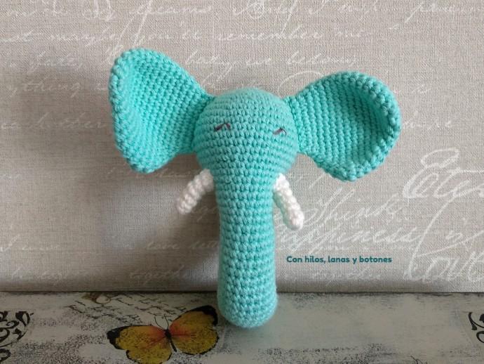 Con hilos, lanas y botones: Elefante sonajero amigurumi