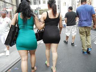Mujeres ricas nalgonas calle usando vestidos cortos entallados