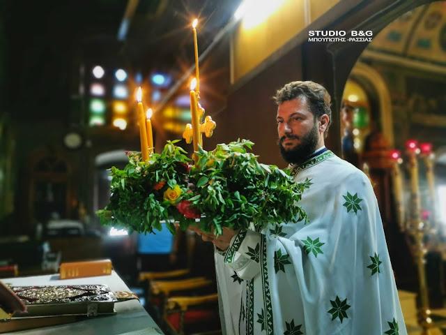 Η εορτή του Τιμίου Σταυρού στο Ναύπλιο - Μοσχοβόλησαν οι εκκλησιές από τα βασιλικά (έθιμα)