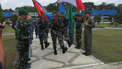 Prajurit TNI Gelar Pawai Kirab Bendera Merah Putih di Pekanbaru