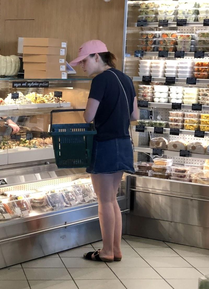 Kiernan Shipka Clicked While Shopping at Erewhon Market in West Hollywood 7 Nov-2019