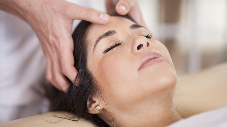 pijat kulit kepala saat sakit kepala