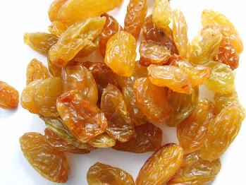 5 BENEFITS OF EATING RAISINS (Kishmish)