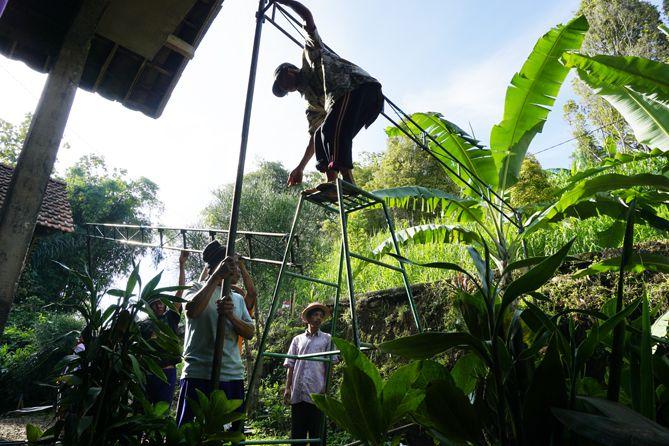 Tradisi gotong royong masih melekat kental di Desa Menari Tanon