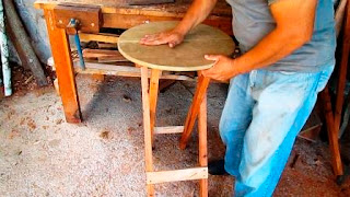 Mesita redonda plegable de madera