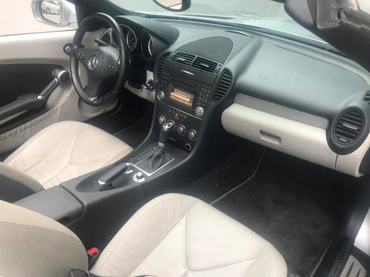 Xe 'dân chơi' Mercedes SLK đời 2010 giá ngang Mazda3 mới