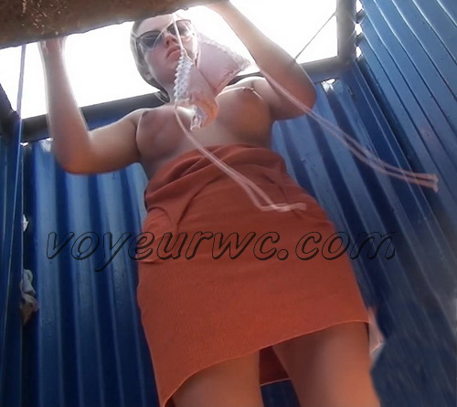 Beach Cabin 2142-2148 (Tanned beauty with an elastic body disguises a swimsuit. Spy Camera in the beach booth)