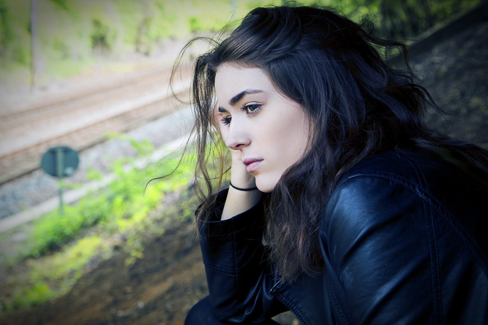 sad dp pics for girl