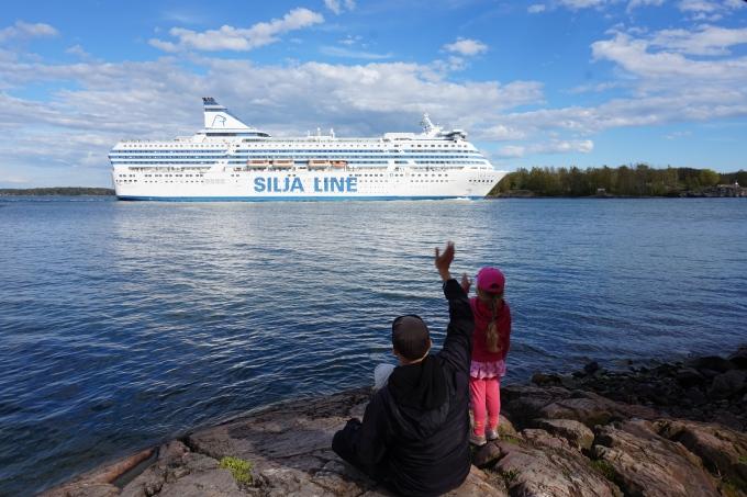 Suomenlinnassa laivoja katsomassa / Silja Line